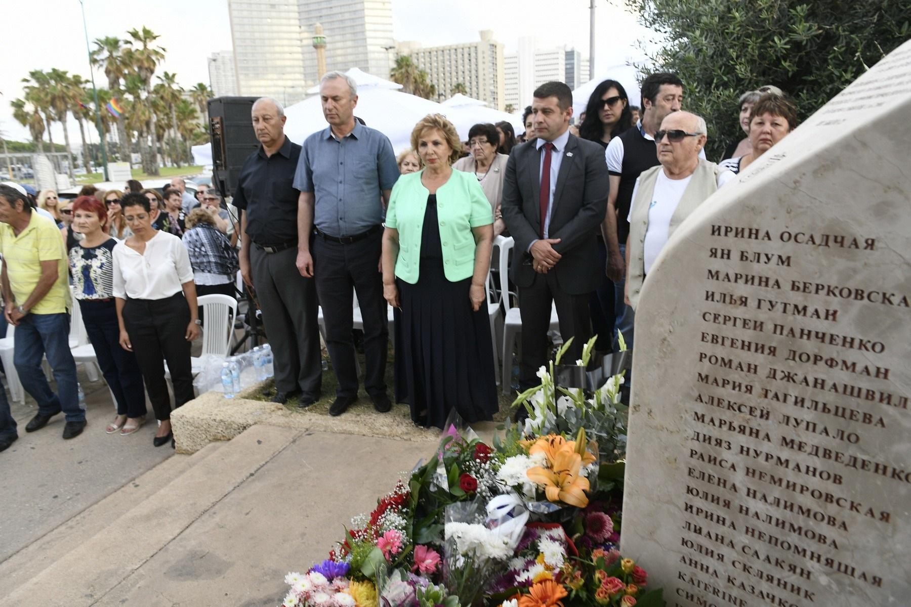 Церемония памяти у обелиска с именами погибших. Фото: министерство алии